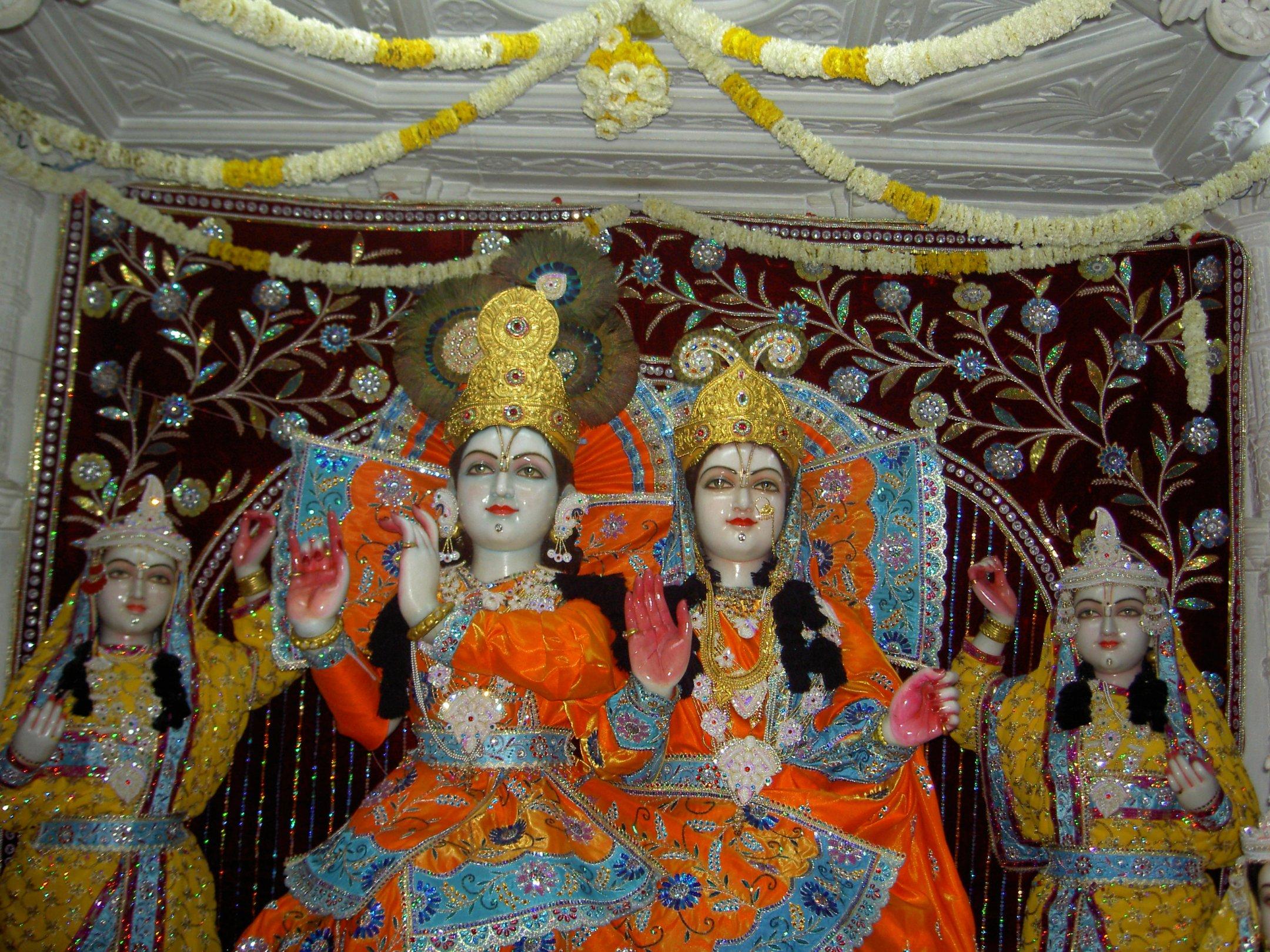 Shri Shri Radhagolokavihari Ji Bhagavan, Lalita andVishakha