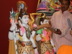 Shri Sadgurudev Ji Maharaj opens the eyes of the deities (Netronmeelanam)