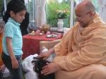 Shri Sadgurudev Ji blesses the grandchildren of the Prashar family in Kent, U.K.