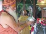 Swami Shri Gurusharanananda Ji Maharaj perfoms Puja to Shri Sharaneshwara Mahadev