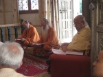Shri Sadgurudev Ji Maharaj with Shri Bodhinatha Veylanswami and Shri Palaniswamiji of the Kauaii Aadheenam, Hawaii during the daily Abhisheka of Bhagavan Nimbarkacharya