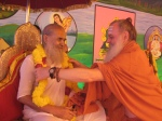 Shri Palaniswami offers a garland to the Jagadguru Nimbarkacharya Shri Shriji Maharaj