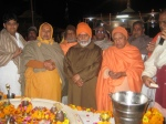 Swami Chinmayananda with Shri Sadgurudev Ji Maharaj, Swami Swaroopanand Ji and devotees perfoming Shiva Puja