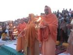 Ganga Aarati sung by Shri Chidanand Muniji of Shri Parmarth Niketan and performed by Shri Sadgurudev Ji and other Sants
