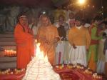 Shri Sadgurudev Ji Maharaj & Swami Shri Shuddhaatmaananda Ji lighting the Deepaka