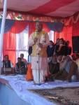 Acharya Pt. Shri Vishnukant Shastri Ji of Narottam Seva Sansthan leading opening prayers